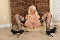 Горячие секс фотки от сайта AllOver30 с зрелой блядью [2013.12.25] Holly Brooks